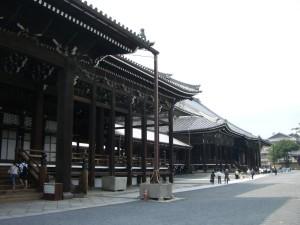 西本願寺 斜め横から写しました