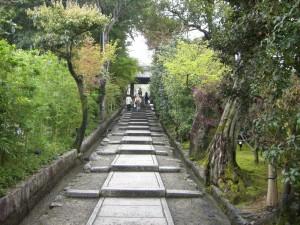 高台寺へ上がっていく石畳の坂